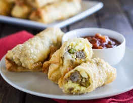 wrap-n-roll-breakfast-egg-rolls